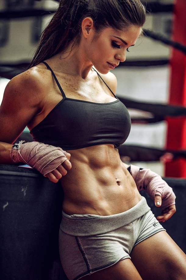 Fitness Diva: Cover Model Michelle Lewin Talks With Simplyshredded.com