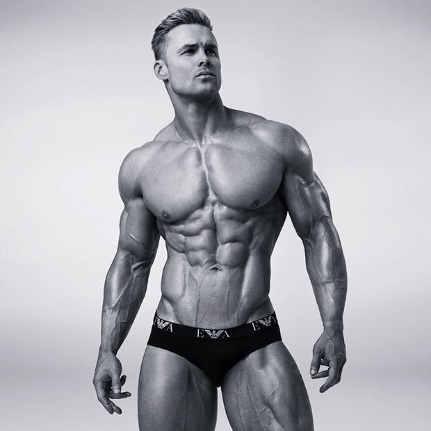 Pro Fitness Model Vinny Gough Talks With Simplyshredded.com